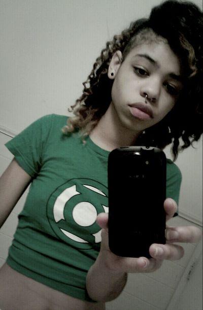 Girl Amazing Septum Skrillex  Green Lantern  California DOPE Cali Trill Septum Peircing Skrillex Hair Girls With Septum Peircing Girls With Side Cuts Side Cut