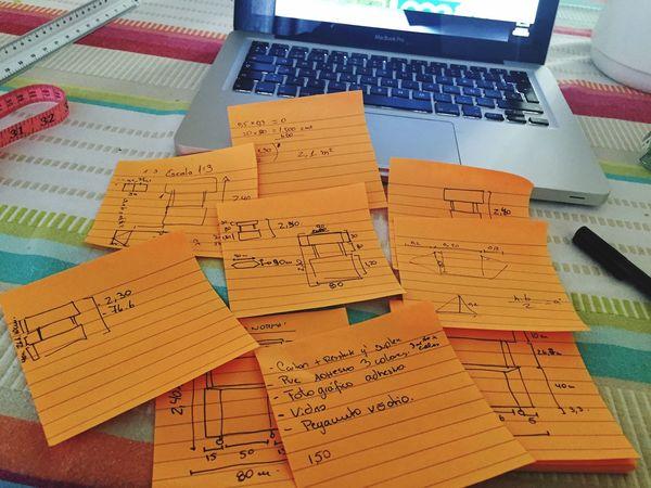 Demasiados Post-it para hacer algo tan simple 😅 los números no son los mío 😁