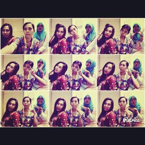 Punya mainan baru. Selfie jd hobi baru sekarang hehehe w/ @hildatussolikha dan tante Denis :* Selfie WearingBATIK INDONESIA