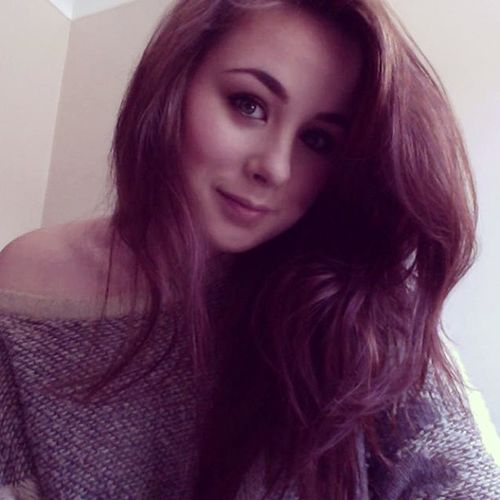 Happy Wednesday peeps Sunnyireland Miniholiday Gettingready Bedhair simplemakeup longhair baggyjumper comfy MOTD LOTD