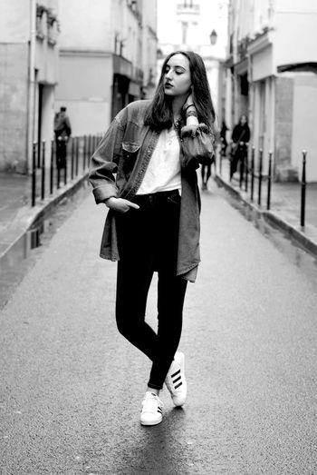 Shooting Urban Streetphotography Girl Myself Withfriends