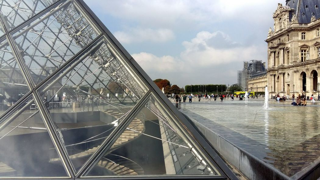 Built Structure Architecture Historical Monuments Pyramide Du Louvre Water Jet Fountain Water Metallic Structure Pyramid Stairs Staircase Triangle Shape Glass Structure Place To Visit Tourist Destination EyeEmNewHere Le Louvre Perspective