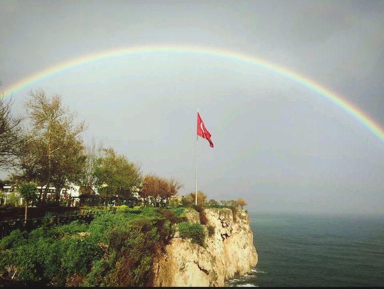 Gökkuşağı Bayrakaşkı şanlıtürkbayrağı Gokyuzu Her karanlığın ardından bir ümit ışığı yanarmış.........