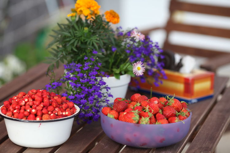 Freshness Flowering Plant Flower Plant Healthy Eating Bowl Wellbeing Fruit Close-up No People Food Nature Red Food And Drink Vulnerability  Beauty In Nature Table Focus On Foreground Berry Fruit Fragility Flower Arrangement Bouquet
