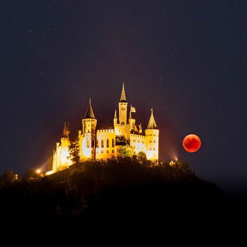 Monfinsternis Hohenzollern  Hechingen Architecture Architecturelovers Mondfinsternis Lunar Eclipse Politics And Government Religion