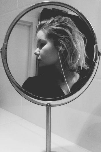 Mirror That's Me