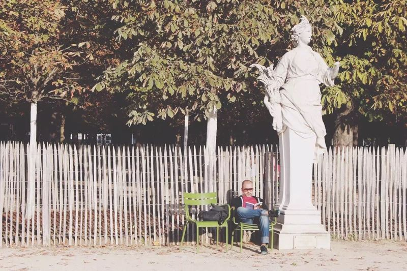 Man OpenEdit Paris France Sunshines Sunny Day Streetphotography Traveling Paris, France  Sunshine Reading Reading A Book