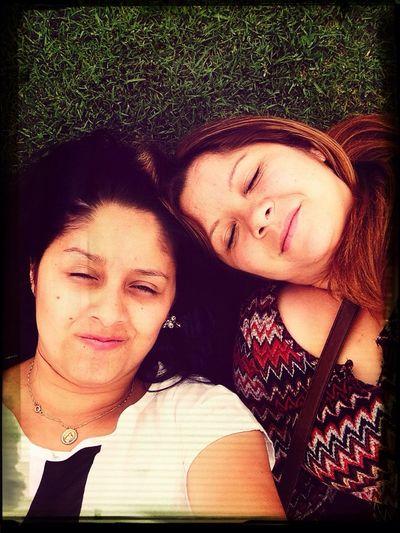 Con mi hermanita :)