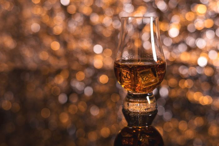 Angels Share Alcohol Whisky Close-up Macro Drinking Glass Bokeh Bokehlicious Christmas Lights Illuminated Whisky On The Rocks On The Rocks Whiskey Reflections Twinkling Lights Focus On Foreground Depth Of Field Drink Nightlife Alcoholic Drink Always Be Cozy Cozy Hygge Drinking Whisky
