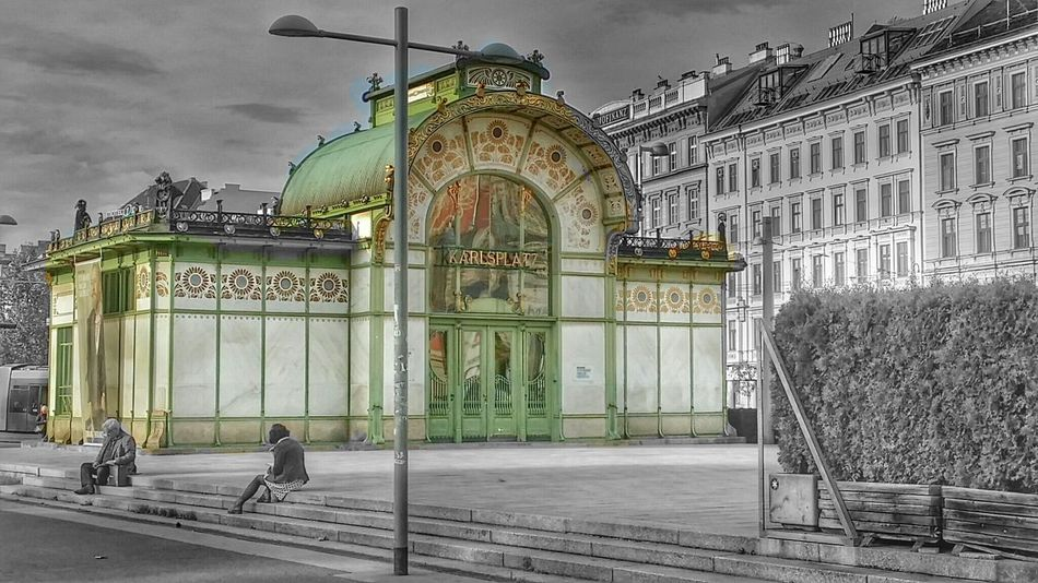 Happy Monday! It's easy, think in color ...? Karlsplatz in Vienna Austria . Love Streetphotography & Architecture ;-))