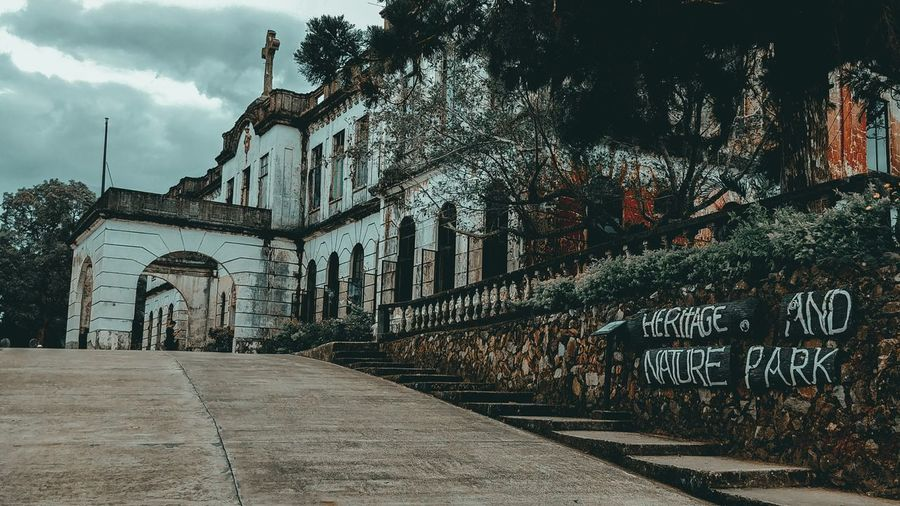 Old Diplomat Hotel Eyeem Philippines Diplomathotel Baguio City Dark Creepy Places EyeEmNewHere Jlex95 EyeEm Selects Newbie Graffiti Architecture Outdoors Built Structure Building Exterior Day No People