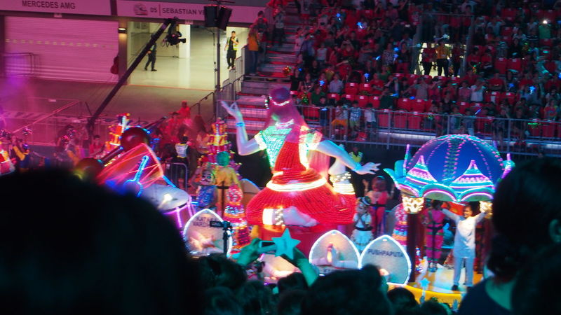 妆艺大游行 Chingay Parade 2017 Carnival Chingay Chingay2017 Colorful Colors Crowd Crowded Crowds Festival Festive LED Led Lights  Light Night Night Lights Outdoors Parade People Singapore Carnival Crowds And Details