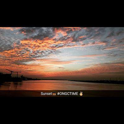 Today's sunset 🌇 Mobileclickz Nofilterneeded Landscapes Cloudscape Latepost✌ Eveningsky Eveningview _oyemyclick _oye Indiaclick India_gram _soi Suratdaries Ig_gujarat Lifeinsurat Surat_ig 1000thingstodoinsurat Suratphotoclub Surat_igers
