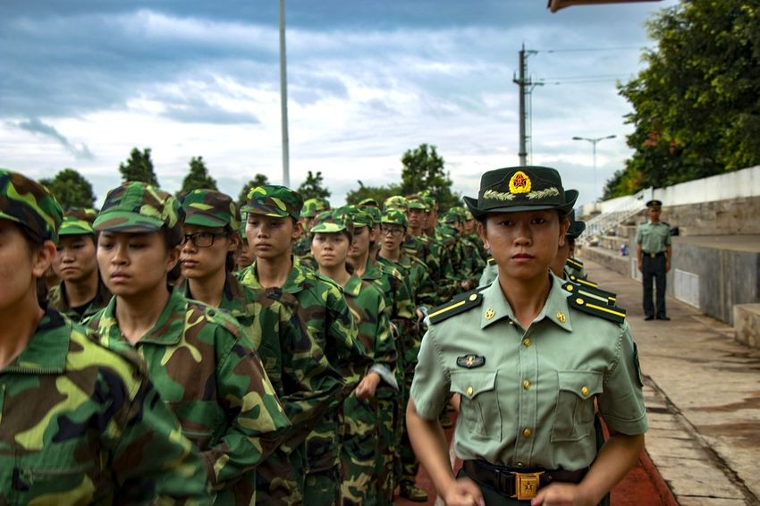 Pla Undergraduate Military Togetherness March Instructor Pace Young Adult Politics And Government Orderliness Uniform Army Bloom Of Youth Youth Array