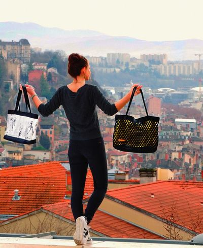 Showing off new Crochbag , Shopper Shoppingbag Totebag Crocheted in the heights of Croixrousse Mylyon , Viewfromabove Onlylyon MadeInFrance Bagdesign Bagdesigner Fashionbag Fashion Bag