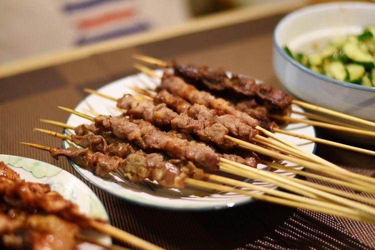 羊肉串一组 夜宵 烧烤 Delisious Food China 羊肉串 EyeEm Selects City Pork Deep Fried  Chopsticks Meat Chinese Food Plate Korean Food Seafood Asian Food