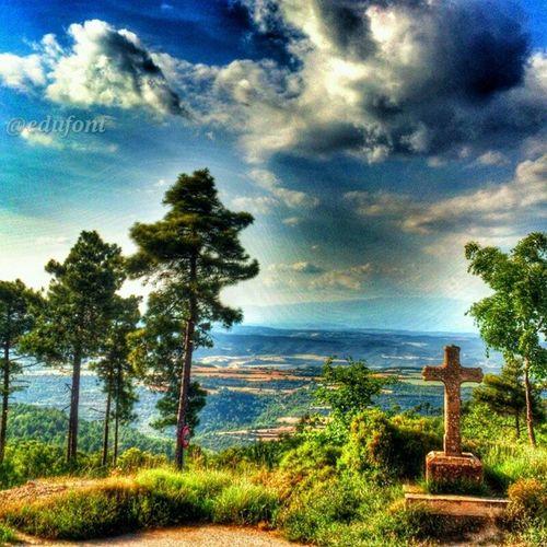 Creu entre Cal Prat Barrina i Castelltellat Bages Solsones  Catalunya catalunyaexperience gaudeix_cat descobreixcatalunya clikcat paisatges landscapes cel