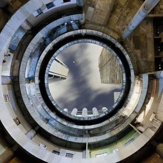 Around run Around Turn arounddddd... To run round in Circles Sky in circle. Rotate!!! I look and Dizziness ... ???