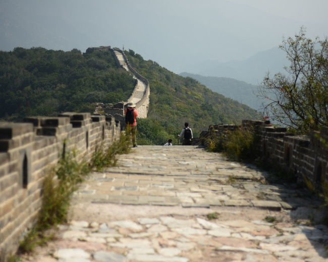 Pedestrian walkway at great wall of china against sky