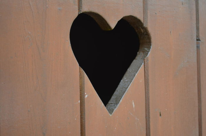 Herz Holz Klo Klohäuschen Toilet Close-up Heart Shape Love No People Toilette Wood - Material