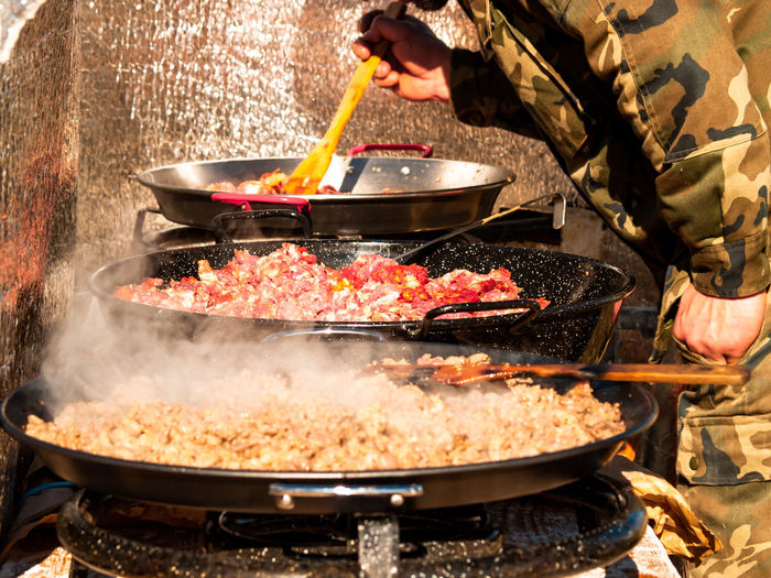 Unrecognizable Person Streetfood Street Food Chef Meat Pork Meat Kitchen Utensil Barbecue Spanish Food Preparing Food Eating Smoke Smoke - Physical Structure Celebration Event Popular Foods Kitchener Occupation Nutrition Gastronomy Ready-to-eat Market Meat Market Foodie Food And Drink Food Human Hand Heat - Temperature Preparation  Hand One Person Freshness Human Body Part Cooking Pan Fire - Natural Phenomenon Burning Holding Frying Pan