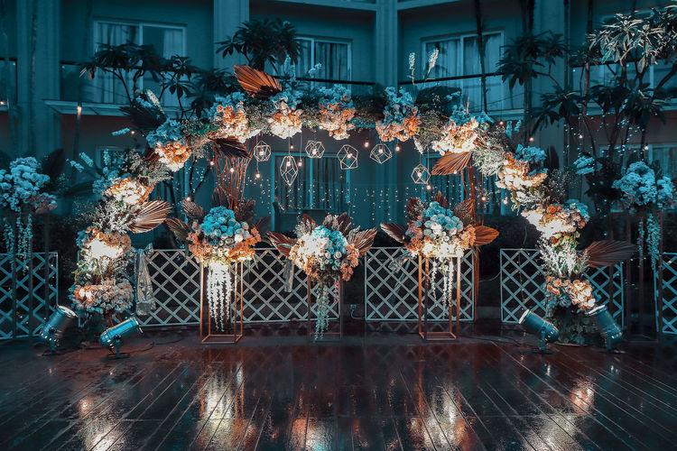 Garden decoration, flowers with light bulbs