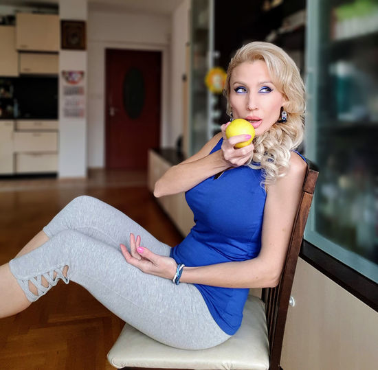 The blonde lady with the golden apple Attractive Apple Yellow Golden Cute Sexygirl Graceful Elegant Seducive Lips Sensual_woman Blue Sleeveless  Leggings Eating Sitting Chair Blond Hair Young Women Portrait Beautiful Woman Women Full Length Beautiful People Sitting Beauty Looking At Camera Yoga Thoughtful Home Sweet Home A New Perspective On Life