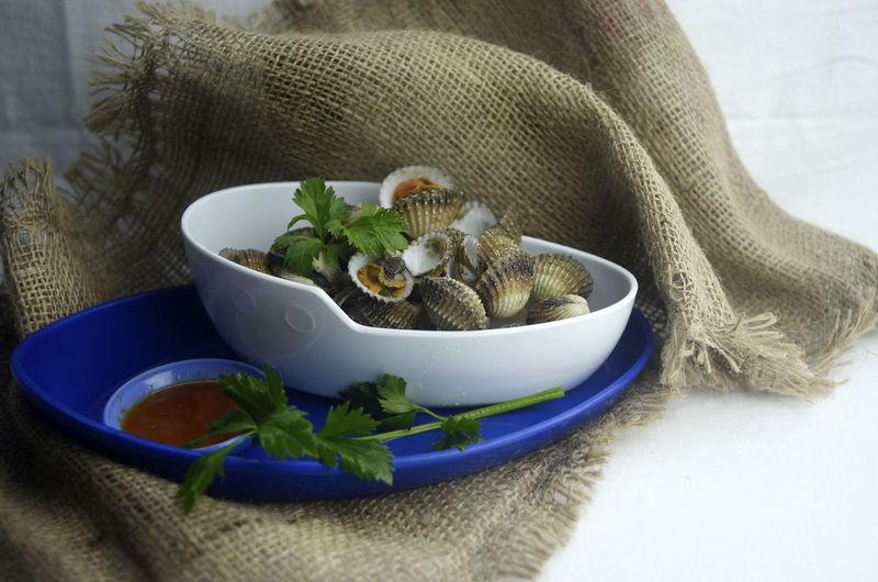 Indoors  Delicious Bowl Tool Healthy Eating Food Close-up Ready-to-eat Freshness Cockles Shell Seafood Dipping Sauce Arrangement Studio Shot