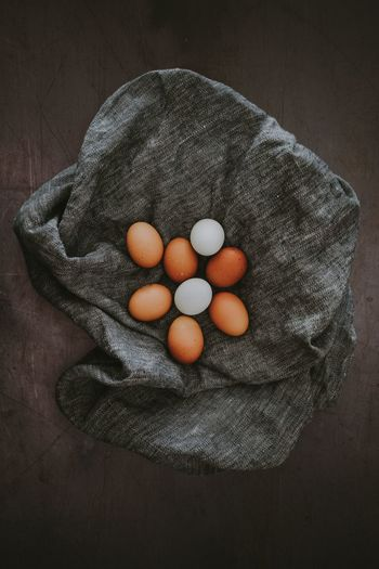 Eggs on linen cloth Egg Healthy Eating Wellbeing Directly Above Indoors  Food Freshness High Angle View Food And Drink No People Still Life Close-up Raw Food Textile Table Wood - Material Fruit Fragility Studio Shot