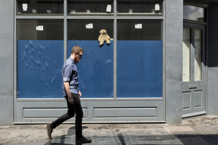 Teddy Adult Art Is Everywhere Break The Mold City Life Eye4photography  EyeEm Best Shots Hipster Hipster Style London Man Walking Red Beard Red Hair Street Photography Stuffed Toy TCPM Teddy Bear Urban Young Adult Young Man The Street Photographer The Street Photographer - 2017 EyeEm Awards Place Of Heart Let's Go. Together. EyeEm LOST IN London Postcode Postcards Fashion Stories Love Yourself This Is Masculinity Stories From The City