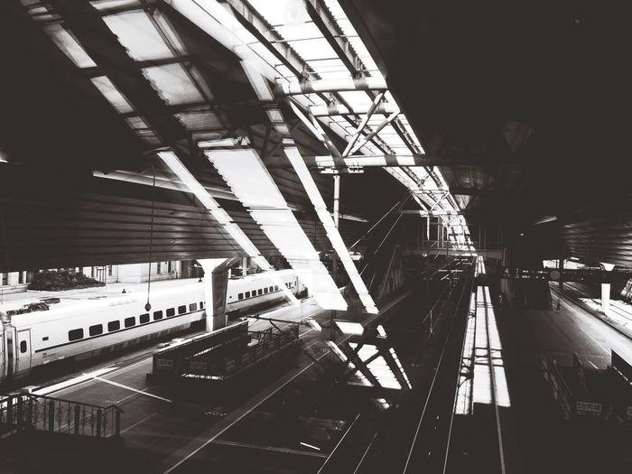 The Journey Is The Destination CRH 奔波於學校和工作地,而留下最深刻的 依舊是在火車上停滯的時光,因為正好趕上夕陽吧。