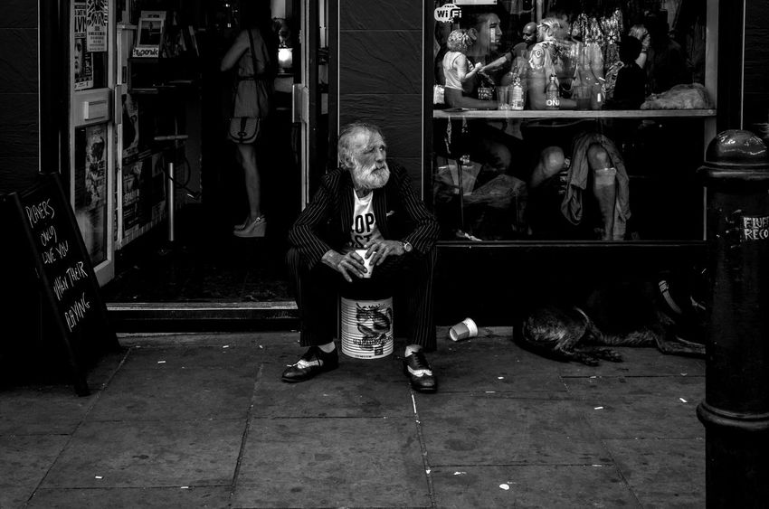 Leica Leicacamera Leicaxvario Lifestyles London London_only Maxgor Maxgor.com Men People Rawstreets Real People Sitting Street Street Fashion Street Photography Streetphoto Streetphoto_bw Streetphotography
