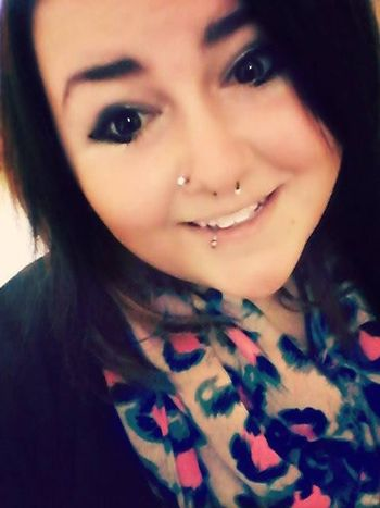 I love this picture of me, its my best one. Lip Piercing (; Septum Nose Stud Dark Hair #dark makeup