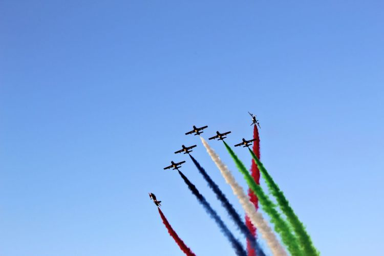 UAE Miltery show Vapor Trail Aerobatics Fighter Plane Airshow Stunt Airplane Teamwork Flying Acrobatic Activity Coordination National Flag Military Parade