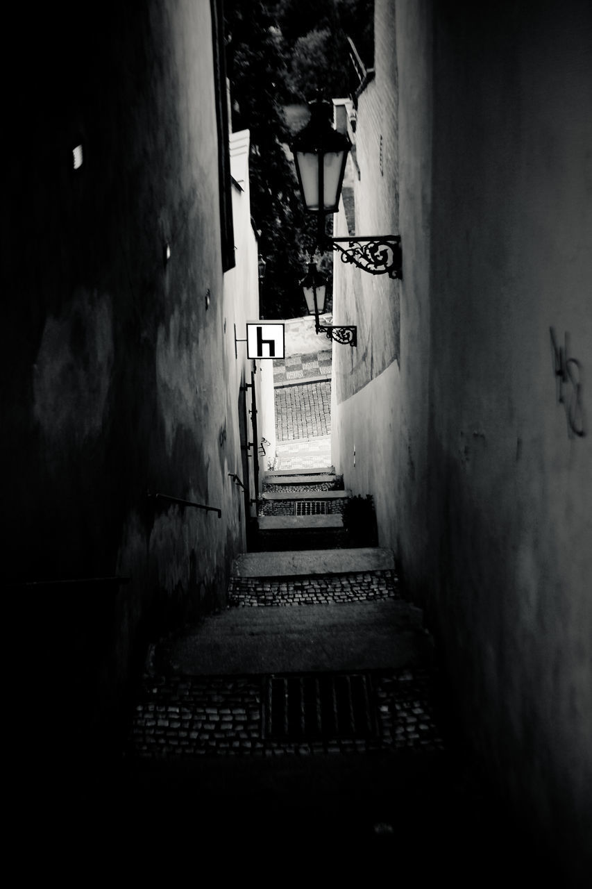 VIEW OF EMPTY ALLEY
