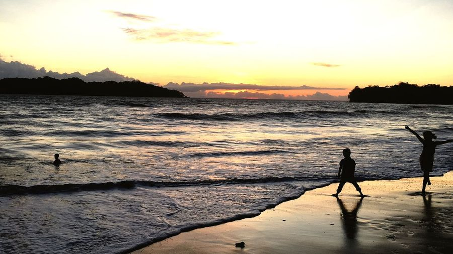 Real People Sillouettes Sunset Sunset Sky Water Scenics - Nature Beauty In Nature Beach Sea First Eyeem Photo
