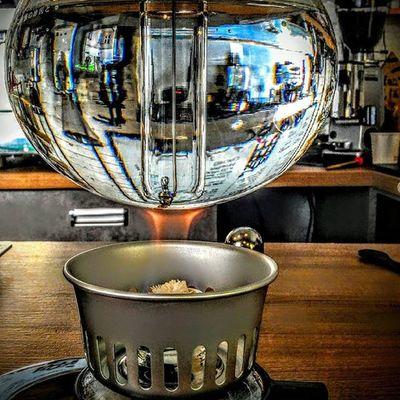 Dobra kawa to podstawa .... ;) zwłaszcza w leniwy poniedziałek ... A U nas już się grzeje woda do przygotowania wyjątkowej kawy załączonej w syphonie ... Zapraszamy na ul. Kościuszki 3 w podwórze Rzeszów Rzeszów Coffee Coffeetime Barista Aeropress Mobilnakawiarnia Kawa Instamood Instagood Instalove Instacoffee Igersrzeszow Kawarzeszowska Coffebreak Coffeetogo Coffeelove Love Photooftheday Happy Bestoftheday Instamood Herbata Kawasamasięniezrobi Kawarzeszowska kawiarnia chemex syphon