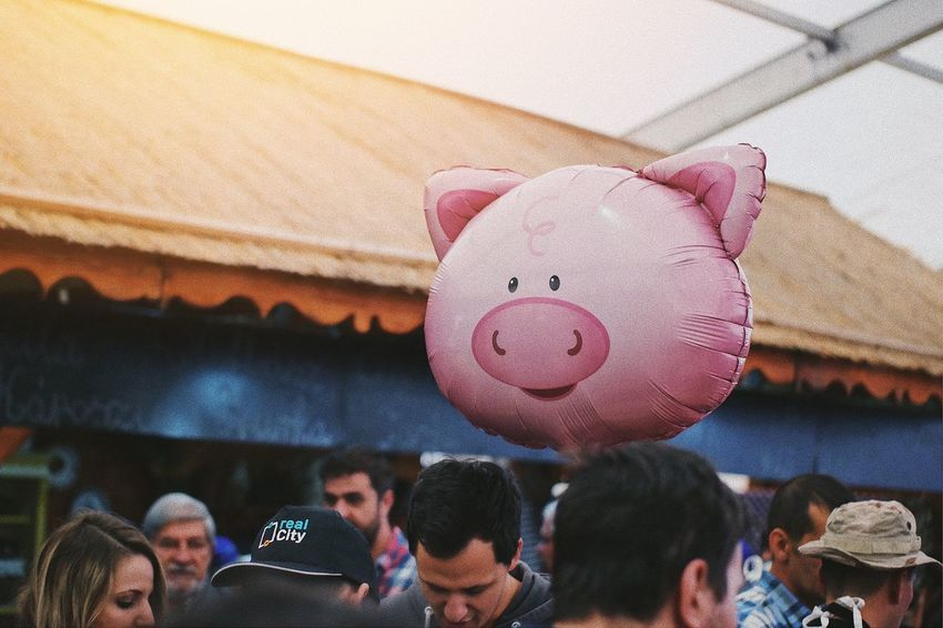 Floating pig 🐷... Pig Head Pig Pork Ballon Balloon Animals  Business Festival Party Gift Above Market Funny Animal Themes Crowd Commercial Gonflable Float Pink Real People Group Of People Lifestyles Communication Men Balloon Celebration Arts Culture And Entertainment Sphere Leisure Activity Low Angle View Event