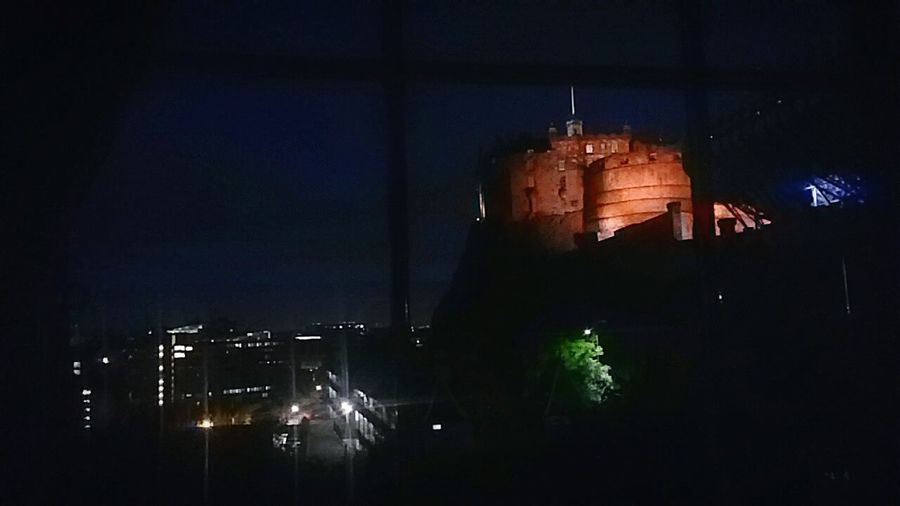 How beautiful Edinburgh Castle is at night