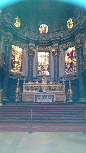 Ich bin nach Berlin gefahren. Das Foto ist der Berliner Dom.
