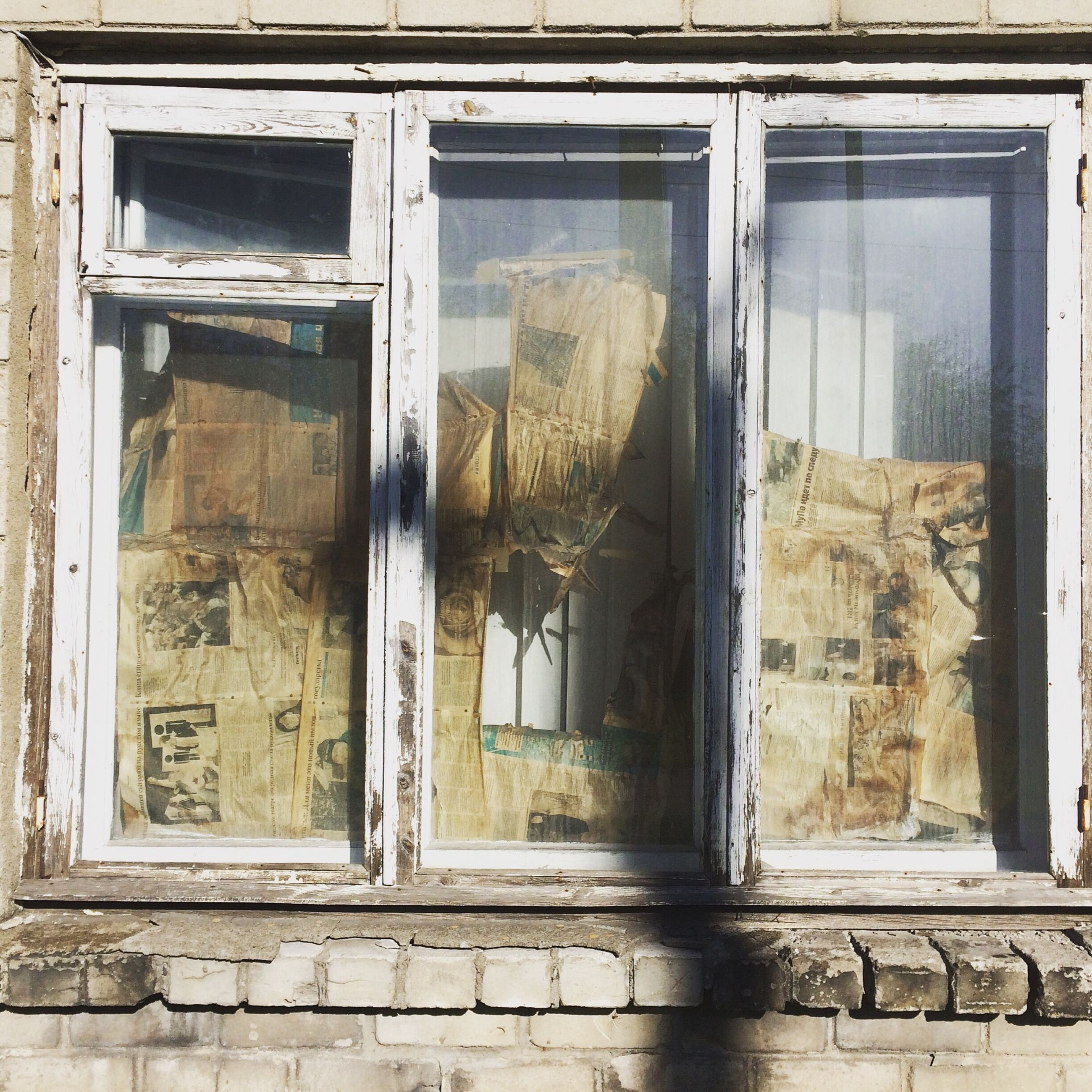 architecture, window, built structure, building exterior, house, glass - material, old, door, abandoned, closed, residential building, building, residential structure, damaged, weathered, obsolete, day, run-down, entrance, open