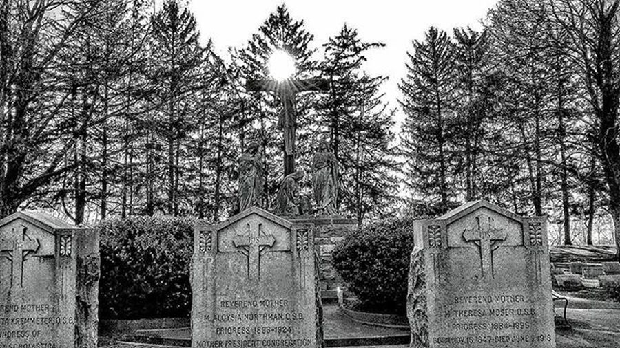 Sisters of Benedict's cemetery. ....Ks_pride Atchison Wow_america World_bnw Graveyard_dead Sistersofbenedict Trb_bnw