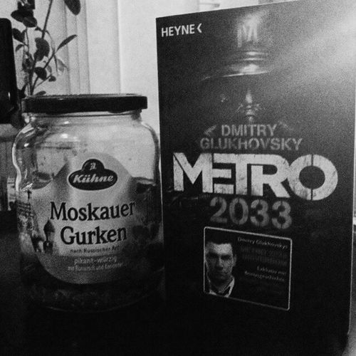 Reading Metro 2033 by Dmitry Glukhovsky // Москва метро2033 глуховский Vscocam