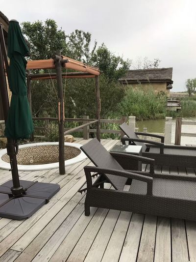 Wood - Material Outdoors Furniture Edenmandom Hanging Out Taking Photos Mobile Phone Photography Nubia Z11 Black Gold Mobile Phone Zhejiang,China Patio Relaxation Ningbo, China.