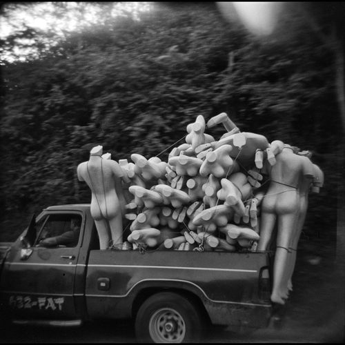 Venezuela 2006 / © Aaron Sosa www.aaronsosaphotography.com www.aaronsosablog.com 6x6 Holga Holga120 Holga Photography Film Filmisnotdead Blackandwhite Ilford Monochrome Taking Photos Black And White Monochromatic Fotografia Light And Shadow Photography Assignments Check This Out Venezuela