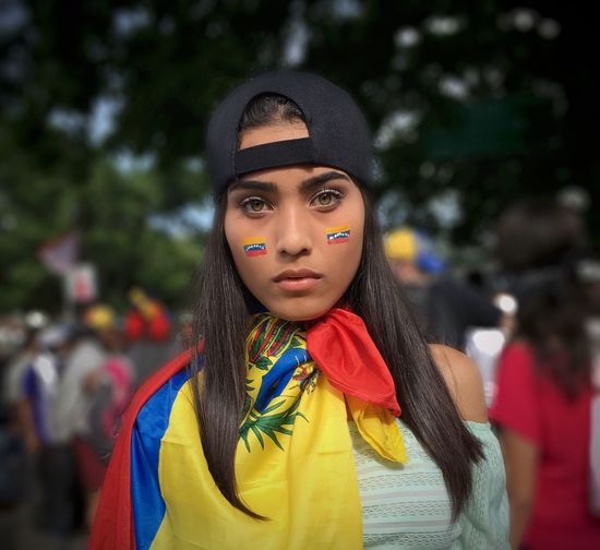 Young Woman Green Eyes Latin Woman Latín Beauty Venezuelan Venezuelan Flag Dark Hair Straight Hair Staring At Me