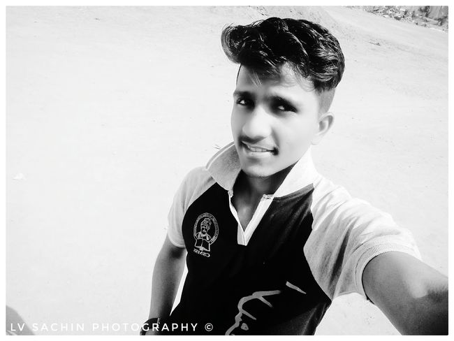 EyeEmNewHere Only Men Young Adult One Man Only One Person One Young Man Only Portrait Adults Only Handsome Adult People Men Real People Indoors  Day Welcome To Black First Eyeem Photo Love ♥ Audi No People MadebyMe ☝✌ Full Length Rear View Lifestyles Shayari