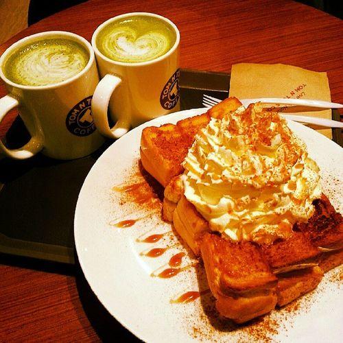 Tomntoms InstaPlace Instamood Sydney greentealatte latte bread instafood date love