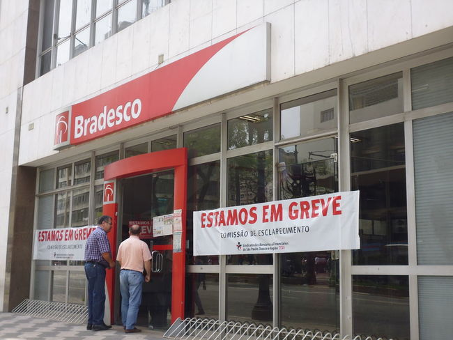 Bradesco Bank closed due to Employee Strike Bradesco Bradesco Bank Brazil Month Of September Susan A. Case Sabir Unretouched Photography Annual Event Architecture Bank Building Bank Strike Banner - Sign Building Exterior Communication Day Discontent Downtown São Paulo Economic Crisis Employee Strike How To Stop The City Outdoors Red Social Issues Social Unrest Street Photography Urban Photography