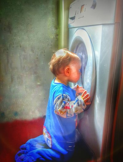 The Boy And The Washing Machine Human Meets Technology Baby And Washing Machine Inquisitive Toddlerlife Boy And Machine Peering Through Fascination Baby Boy Washing Machine Technology Kids Eyem Best Edits Through The Looking Glass Toddler  Kid Showing Imperfection EyeEm Gallery Our Best Pics Different Exceptional Photographs Need For Speed Rethink Things